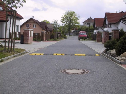 Speed Ramps are a highly visible speed controller | Ground Guards | Ground Protection Mats