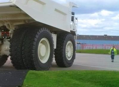 MaxiTrack 100 tonne truck2