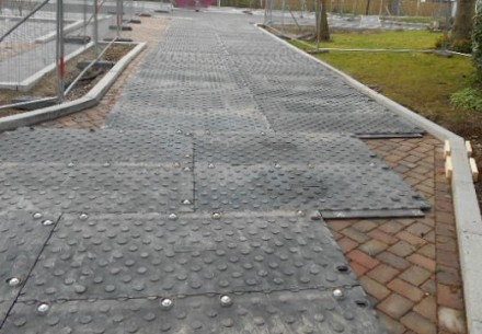 MaxiTrack block paving