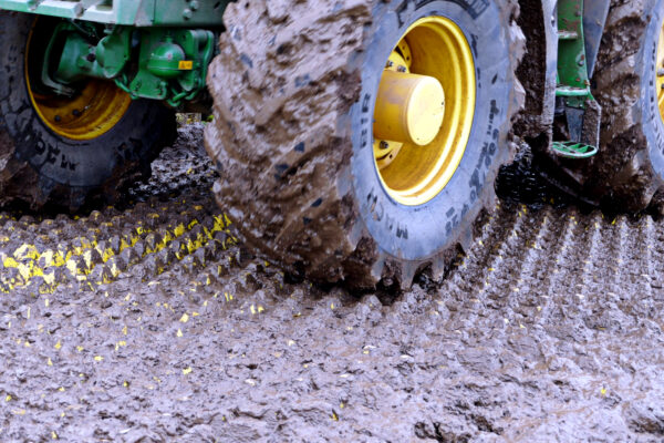 cleaning mud off tractor tyres