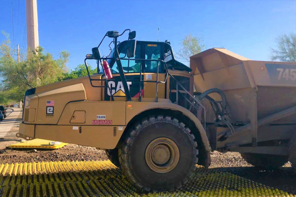 Cleaning mud off construction heavy plant vehicles