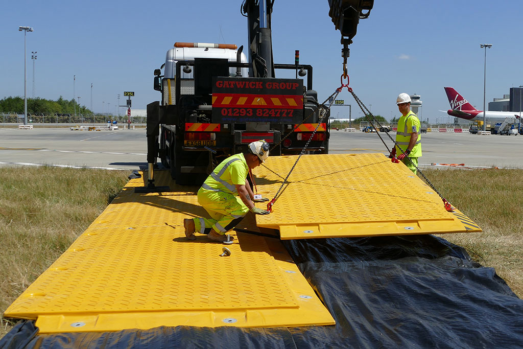 heavy duty ground protection mat crane lifted